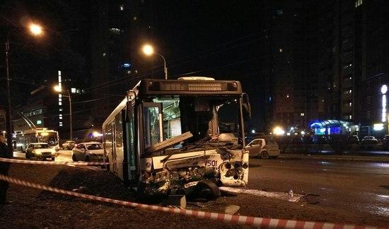 ВПетербурге вновогоднюю ночь вДТП погибли два человека