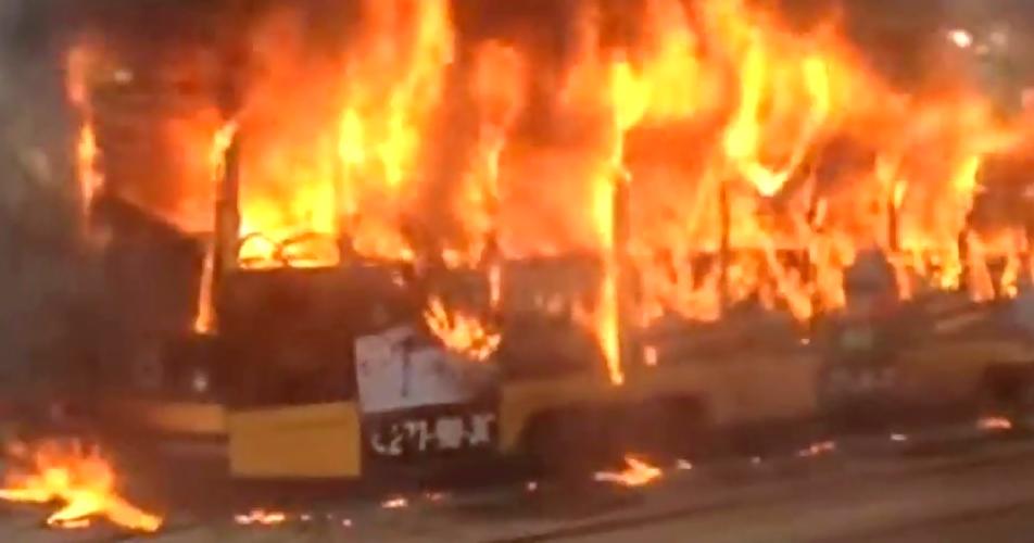 Трамвай спассажирами зажегся находу вцентре Хабаровска