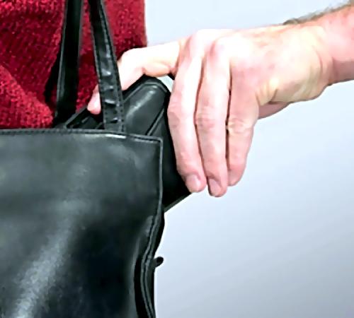 ВСамарской области пенсионерку обокрали прямо вбанке