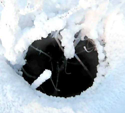 ВНовосибирске пенсионер провалился воткрытый люк теплотрассы и скончался