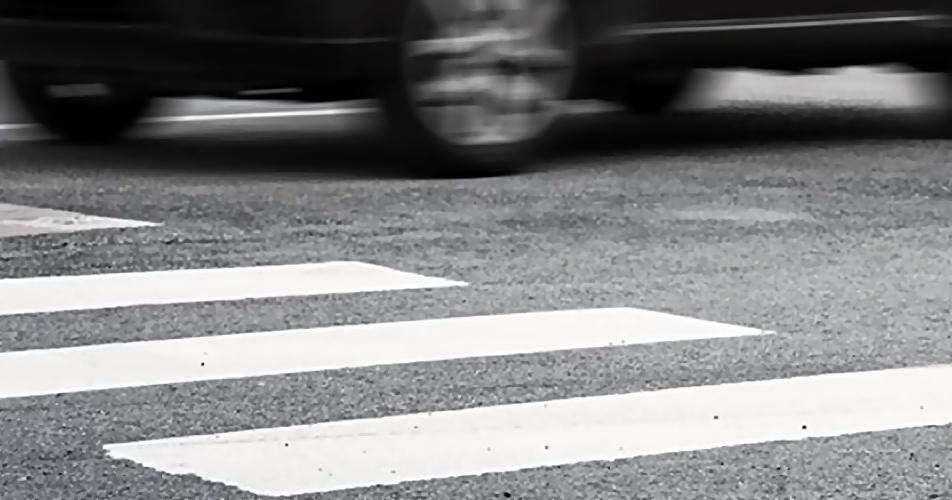 ВСаратове уТЦ иностранная машина сбила девочку 7 лет ипожилого мужчину