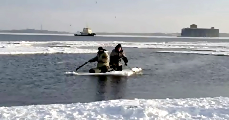 ВКирове оторвало льдину с 2-мя рыбаками 0— Рождественское спасение