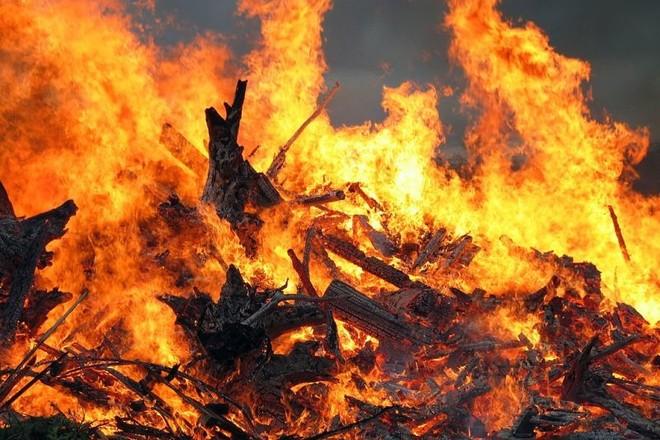 Из горящего дома на проспекте Энергетиков эвакуировали десять человек