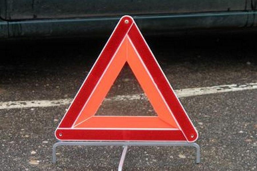 Под Орлом шофёр ипассажир ВАЗа пострадали втройном ДТП