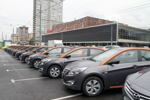 200 новых машин начнут работать в системе каршеринга в Москве