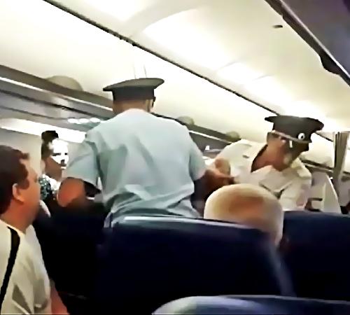 Ваэропорту Анапы сборта самолета сняли нетрезвого пассажира