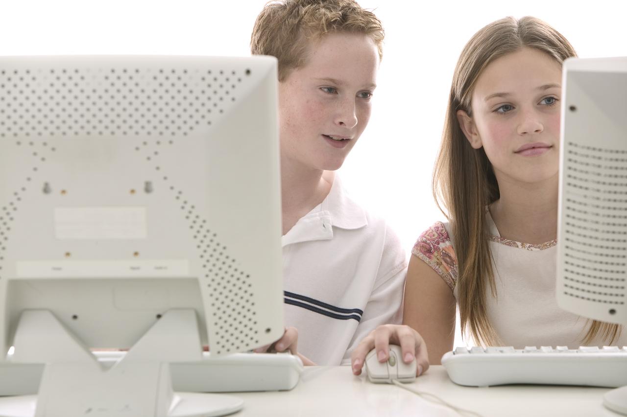 Подростки могут сидеть закомпьютером, не страшась засвое здоровье