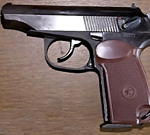 ВИркутске случайный прохожий помог полицейским отыскать потерянное оружие