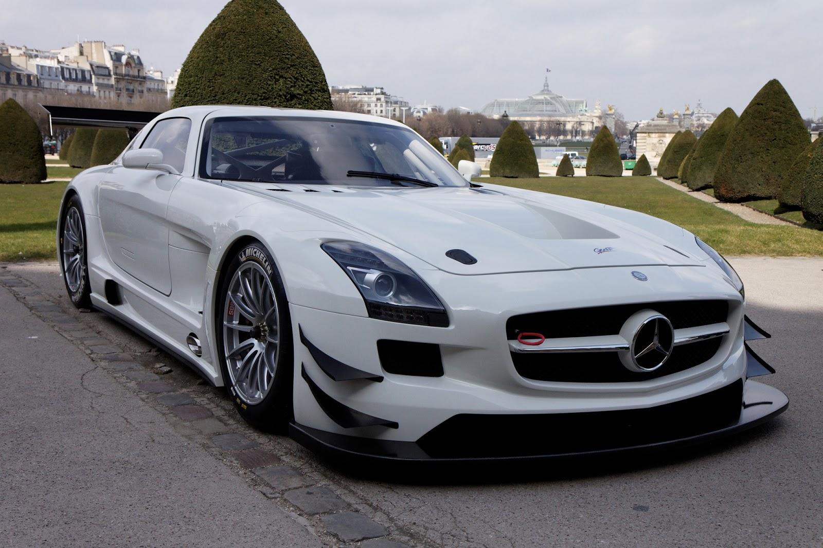ВТокио открыли эксклюзивный салон «Mercedes-AMG»