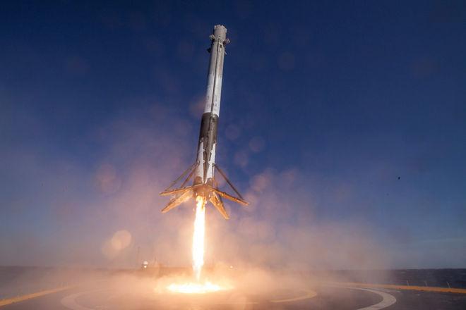 SpaceX впервый раз после трагедии удачно запустила ракету Falcon 9