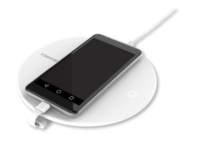 Toshiba Canvio создаст запасную копию телефона впроцессе зарядки