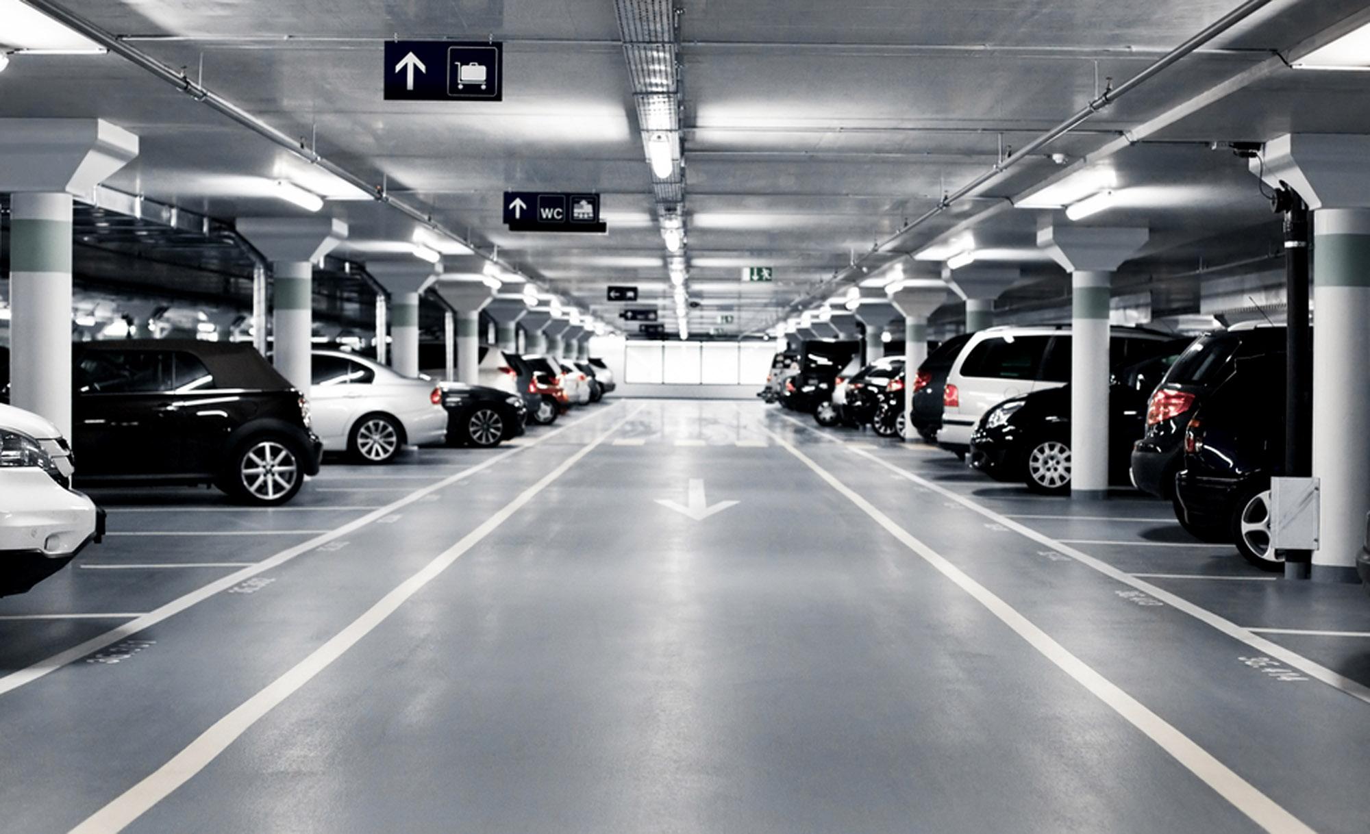 В столице уменьшилось количество авто наштрафстоянках