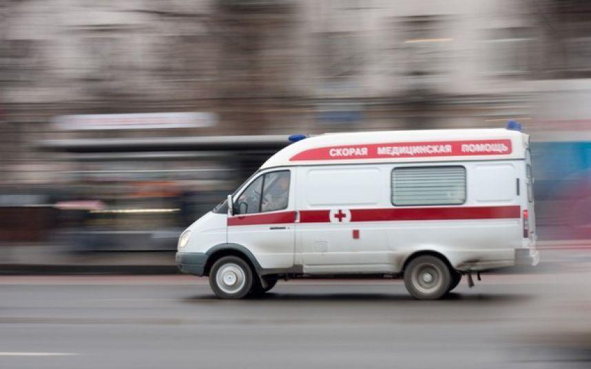 «Скорая», перевозившая беременную женщину, угодила вДТП вТомской области