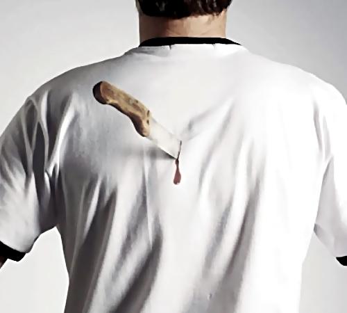 ВУфе нетрезвого мужчину ударили ножом вспину, ион уснул