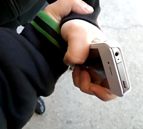 Гражданин Автозавода напал напрохожего ради недорого телефона
