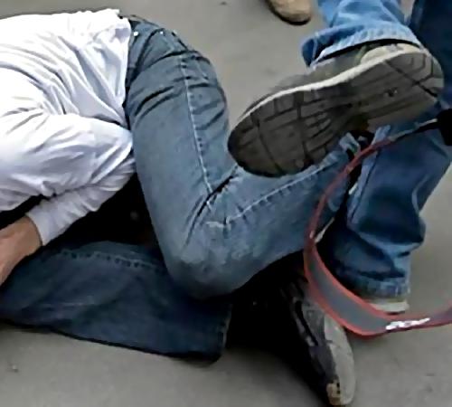 Четверо неизвестных избили иограбили мужчину навостоке столицы