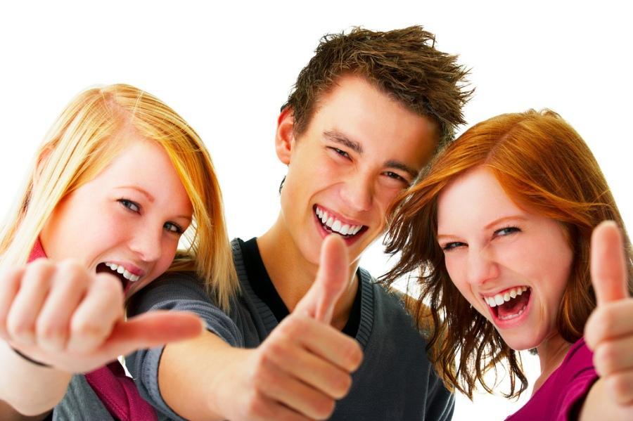 Люди неосознанно выбирают друзей издальних родственников— Ученые