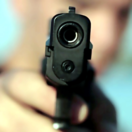 ВЯрославле мужчина грозил людям оружием вподъезде