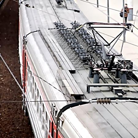 ВПетербурге тело зацепера пролежало накрыше электрички некоторое количество дней