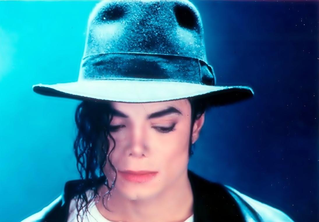 Приглашение белого артиста нароль Майкла Джексона вызвало споры в социальных сетях