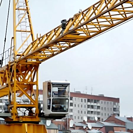 При падении крана в столицеРФ пострадали двое рабочих