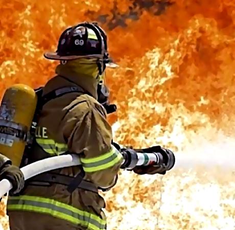 ВОктябрьском округе 55 пожарных гасят столярный цех