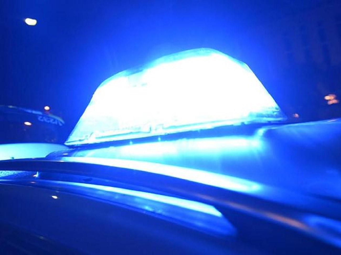 Ночью наВыборгском шоссе бензовоз врезался встолб