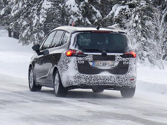 Обновленный Opel Zafira заметили в ходе тестов