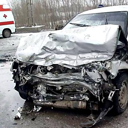 Пассажир «Лады» умер вДТП с«Mazda» наКиевском шоссе