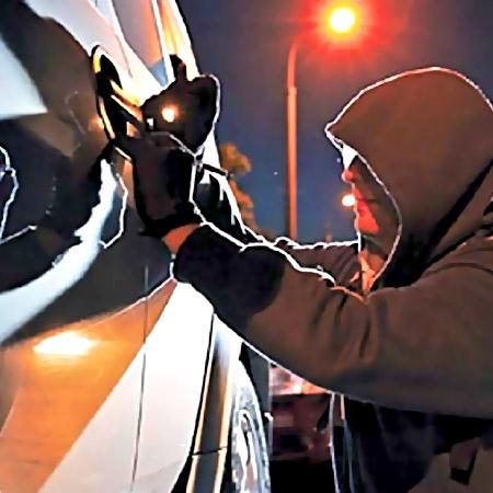 Троих граждан Подмосковья задержали закражу авто