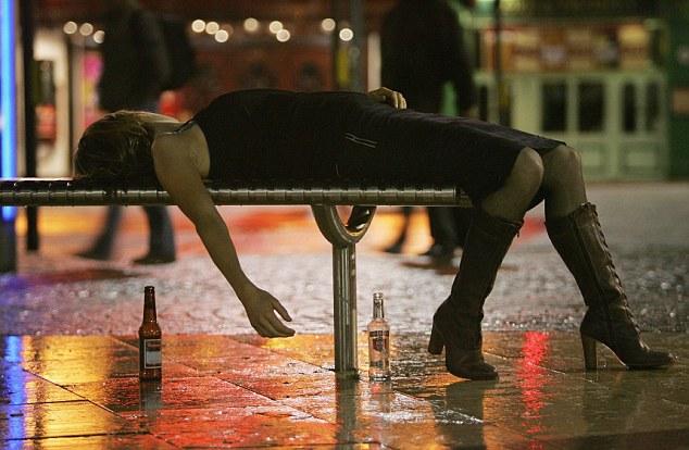В Шотландии число смертей, связанных с алкоголем, угрожающе растет среди женщин