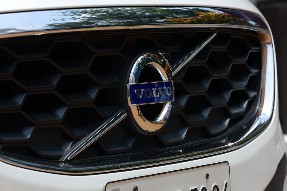 Компания Volvo терпит убытки от торговой войны США и Китая