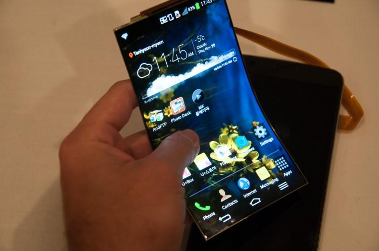 Самсунг вскоре презентует на100% изогнутый смартфон