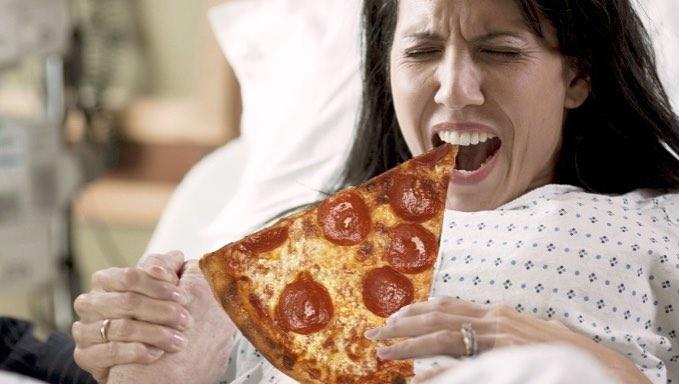 Прием пищи впроцессе родов полезен для женщин— Ученые