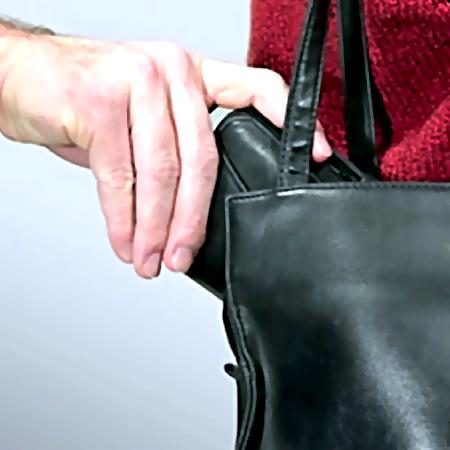 ВРостовской области задержали преступника, который влифте отобрал упенсионерки кошелек