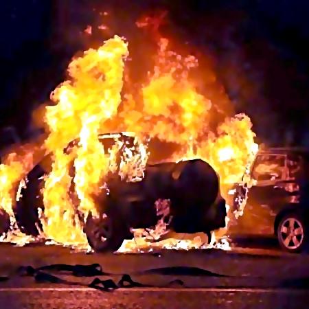 ВТроицке около бани сожгли автомобиль заместитель начальника  отдела милиции