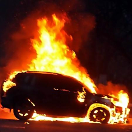 Человек вкапюшоне сжег автомобиль депутата администрации Балахнинского района