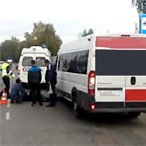 ВТольятти, наостановке, маршрутное такси насмерть задавило женщину, упавшую под колеса