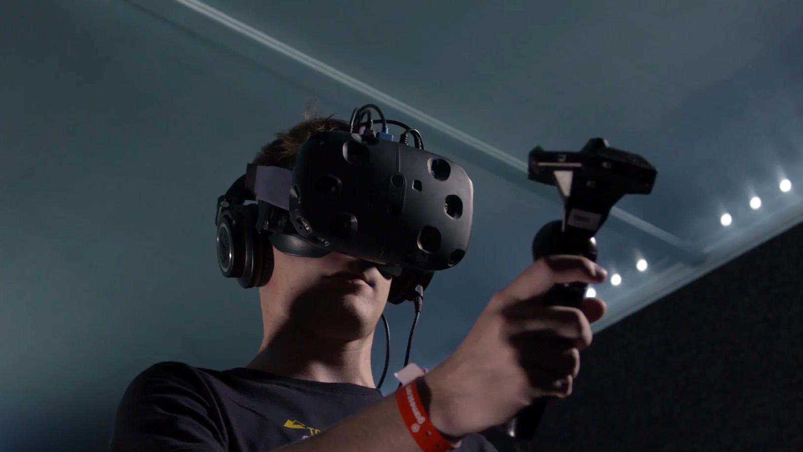Шлем виртуальной реальности HTC Vive поступит в реализацию всередине весны