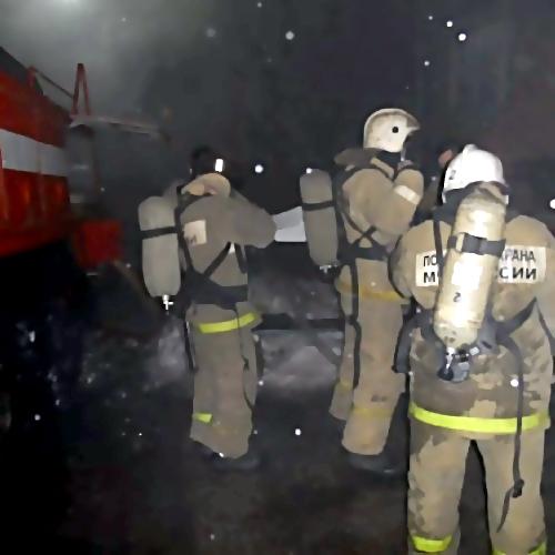 Пожарные спасли изгорящего дома вКомсомольске ребёнка ипенсионерку