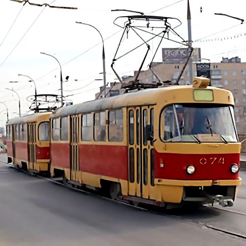 ВПетербурге впериод движения зажегся трамвай спассажирами