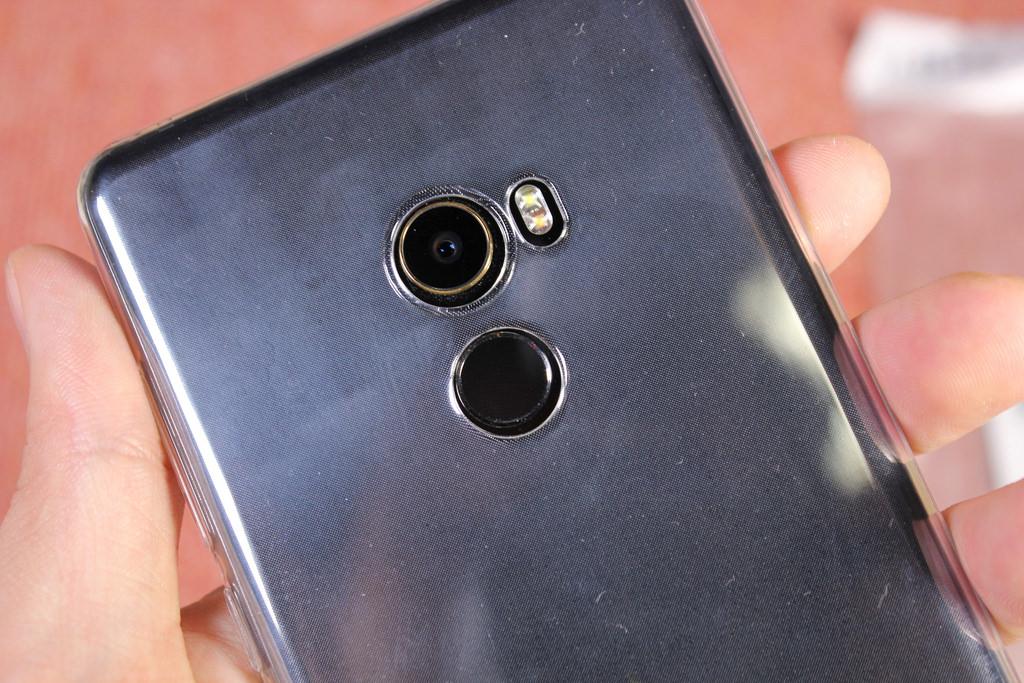 Xiaomi представил свою новинку— MiMix 3 споддержкой 5G