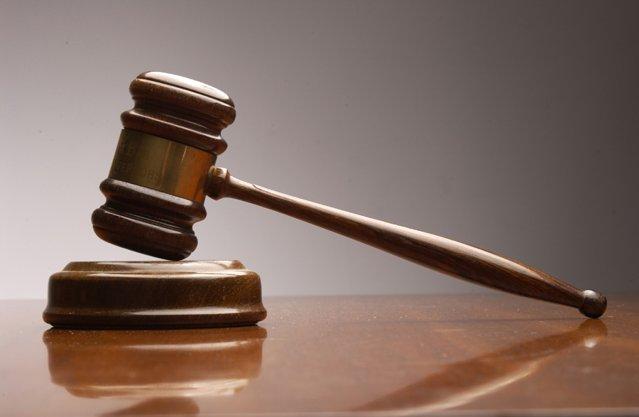 ВСмоленске осудят горожанина, укравшего упосетительницы кафе сумку