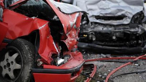 ВЯрославле после ДТП наФрунзе изпокареженного ВАЗ-2110 вытаскивали водителя