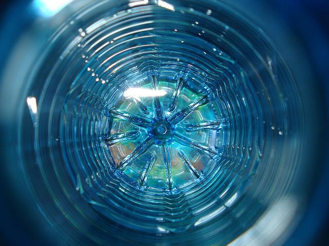 Японские специалисты обнаружили поедающие пластик бактерию
