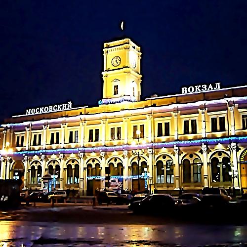 ВПетербурге наМосковском вокзале кусок фасада упал намужчину