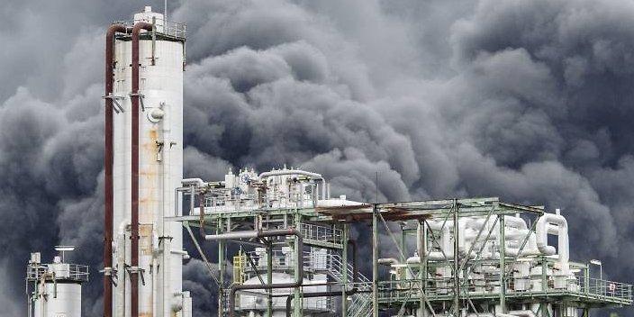 Уже неменее 200 человек гасят пожар назаводе «Куйбышевазот»