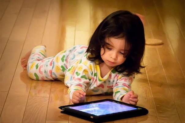 Гаджеты исоцсети понижают активность детей— Ученые
