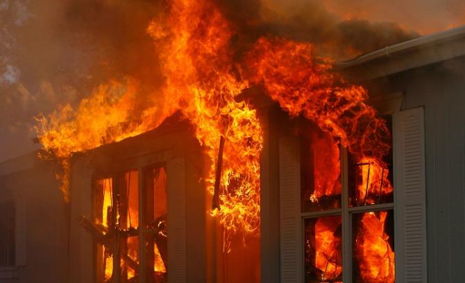 Трое пострадали впожаре вдеревянном доме— Петербург