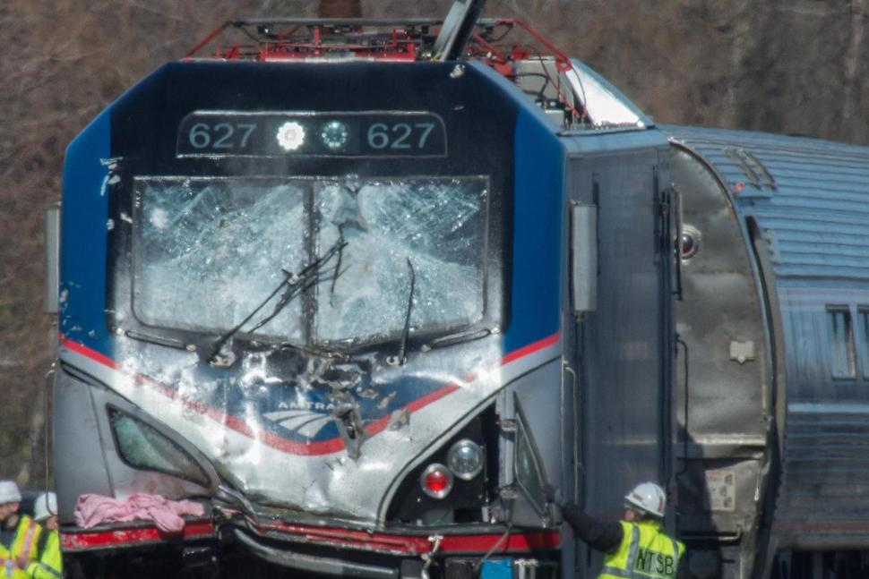 Появились фото автомобиля, вкоторый врезался поезд наКузбассе